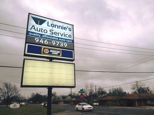 LONNIE'S AUTO SERVICE CENTER OUTDOOR SIGN